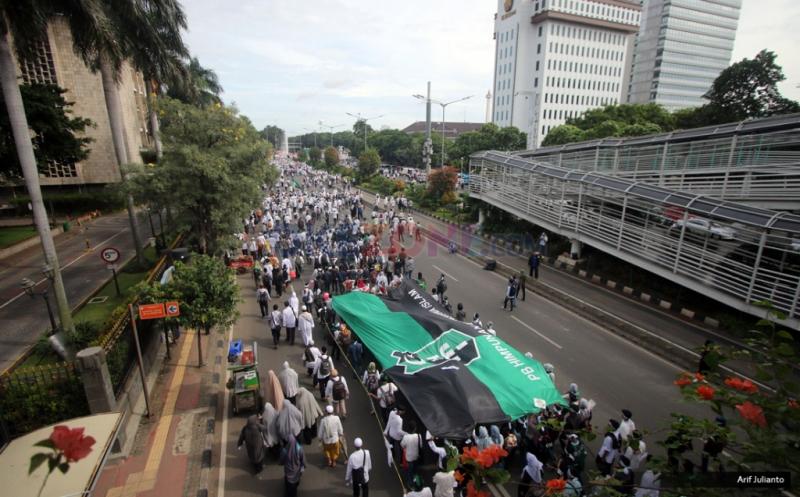 AKSI Damai 212: Lautan Umat Islam Putihkan Jalan MH Thamrin