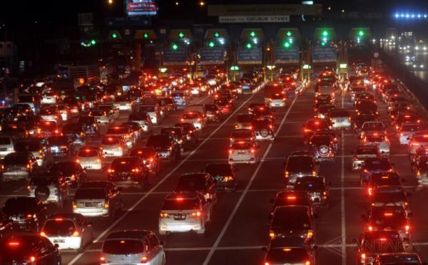 MACET LONG WEEKEND: Kemacetan Mengular Jakarta Menuju Bogor di Tol Jagorawi