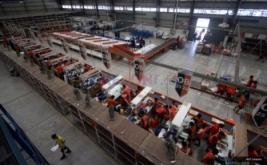 <p>  Pekerja melakukan aktivitas di gudang Lazada Online Shop, Jakarta, Jumat (9/12/2016). Indonesia menempati urutan pertama, negara dengan pertumbuhan pasar internet terbesar di dunia.<br />  </p>