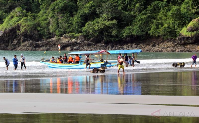 Destinasi Wisata Pantai di Kawasan Taman Nasional Meru Betiri Banyuwangi