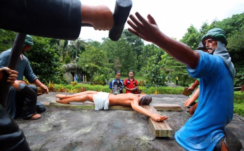 Jelang Natal, Goa Maria Sendangrejo Ramai Dikunjungi Umat Katolik
