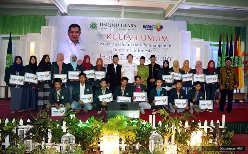 Hary Tanoe Berikan Dana Pendidikan untuk 20 Mahasiswa UNINSU Jepara Berprestasi