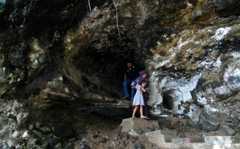 Kunjungan Wisatawan ke Gua Kreo Semarang