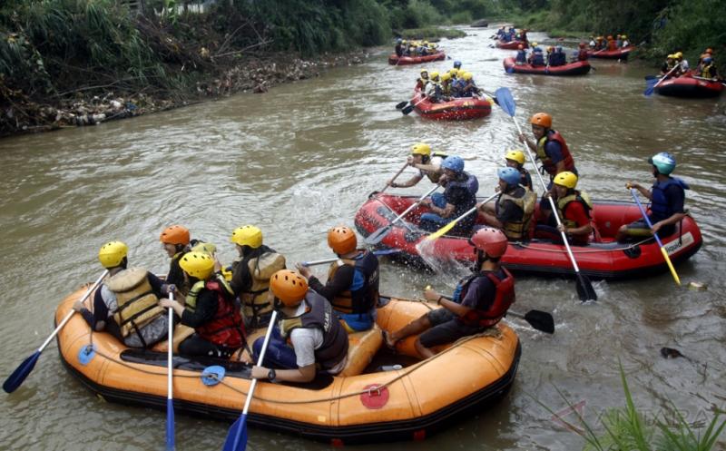 Wisata Petualangan Arung Jeram Sungai Cisadane Bogor