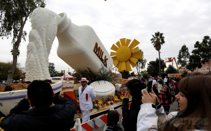 Rangkaian Bunga Berbentuk Botol Susu hingga Boneka Ramaikan Parade Bunga Pasadena