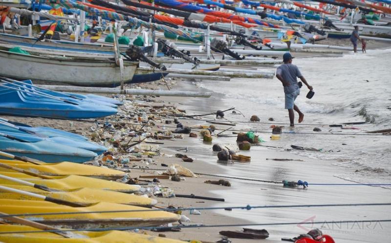 Pantai Sengigi Lombok Penuh Sampah, Menganggu Kenyamanan Wisatawan