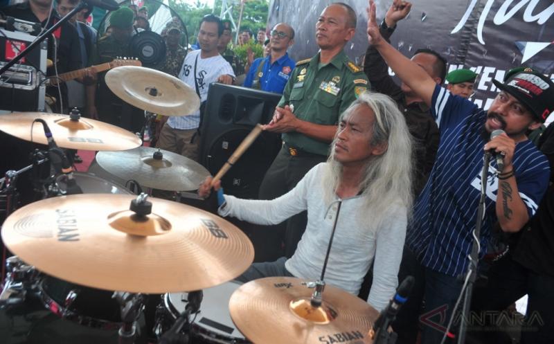 Pemecah Rekor Dunia, Menggebuk Drum Selama 145 Jam