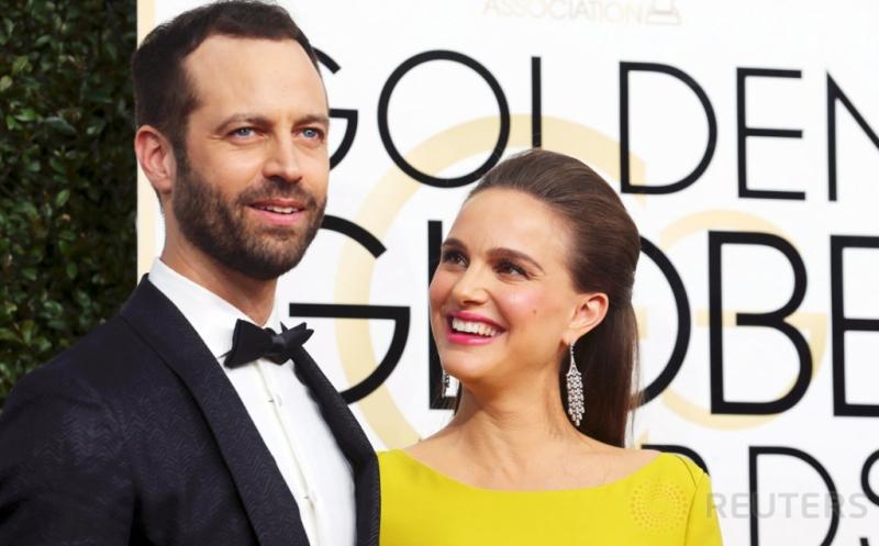 Berbadan 2, Natalie Portman Didampingi Suami di Golden Globe Awards ke-74