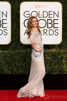 Drew Barrymore Berpose untuk Penggemarnya
