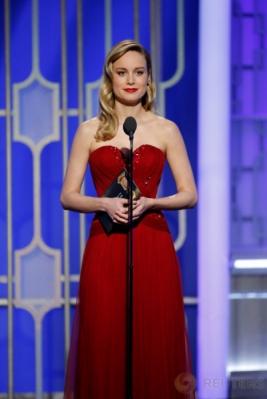 Cantik dan Anggun, Brie Larson dengan Gaun Berwarna Merah