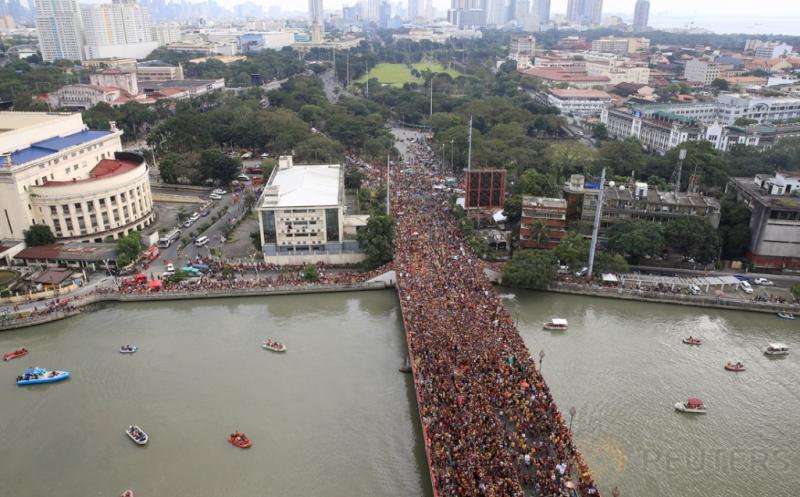 Lautan Manusia pada Puncak Prosesi Black Nazarene di Filipina