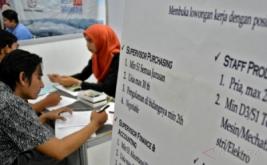 <p>  Bursa kerja diikuti puluhan perusahaan lokal dan nasional dengan menyediakan ribuan lowongan pekerjaan untuk berbagai posisi.</p>