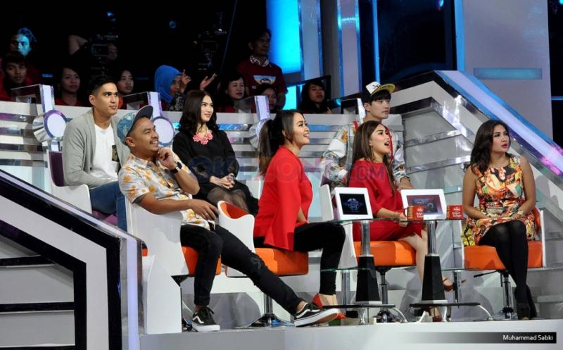 """Para Detective Celebrity yang hadir untuk membantu memberi penilaian kepada superstar pada acara Program MNCTV I Can See Your Voice di Studio MNCTV, Kebon Jeruk, Jakarta Barat, Kamis (12/1/2017). Setelah sukses tahun lalu, kini MNCTV kembali mempersembahkan """"I Can See Your Voice Indonesia Season 2""""."""