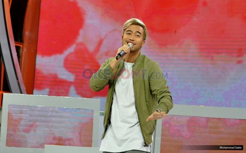 Penyanyi Vidi Aldiano saat membawakan salah satu single-nya pada acara Program MNCTV I Can See Your Voice Indonesia di Studio MNCTV, Kebon Jeruk, Jakarta Barat, Kamis (12/1/2017). Vidi Aldiano sebagai superstar untuk menemukan pasangan duetnya pada acara tersebut.