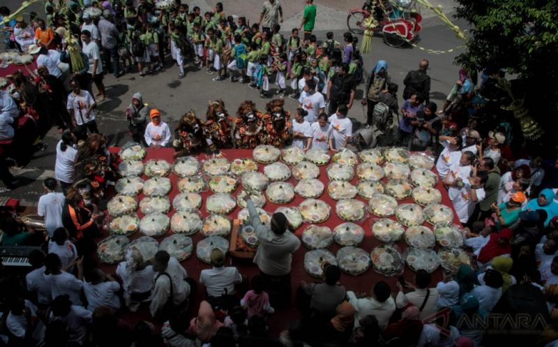 Puluhan Tumpeng di Ulang Tahun ke-87 Pasar Gede Solo