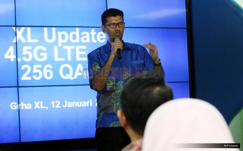 VP Network Planning & Development XL Budi Harjono memberikan pemaparan kepada awak media mengenai peningkatan kualitas layanan di Jakarta, Kamis (12/1/2017). PT XL Axiata meningkatkan kualitas layanan 4.5G dengan menerapkan 4X4 MIMO dan Modulasi 256 QAM (Quadratute Amplitude Modulation) sehingga memperbesar manfaat positif layanan 4G bagi pelanggan dan masyarakat pengguna.