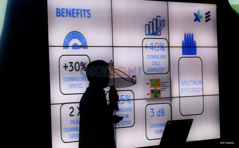 Siluet VP LTE XL Rahmadi Mulyohartono memberikan pemaparan kepada awak media mengenai peningkatan kualitas layanan di Jakarta, Kamis (12/1/2017). PT XL Axiata meningkatkan kualitas layanan 4.5G dengan menerapkan 4X4 MIMO dan Modulasi 256 QAM (Quadratute Amplitude Modulation) sehingga memperbesar manfaat positif layanan 4G bagi pelanggan dan masyarakat pengguna.