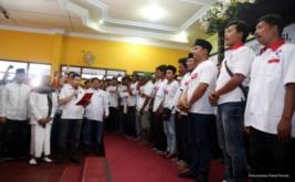 Ketua Umum Partai Perindo Hary Tanoesoedibjo mengukuhkan 281 DPRt Partai Perindo Bangkalan di Bangkalan, Pulau Madura, Jawa Timur, Kamis (12/1/2017).