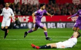 Marcos Asensio selebrasi usai mencetak gol ke gawang Sevilla pada leg kedua babak 16 besar Copa del Rey di Estadio Ramon Sanchez Pizjuan, Jumat (13/1/2017) dini hari WIB. (REUTERS/Jon Nazca)