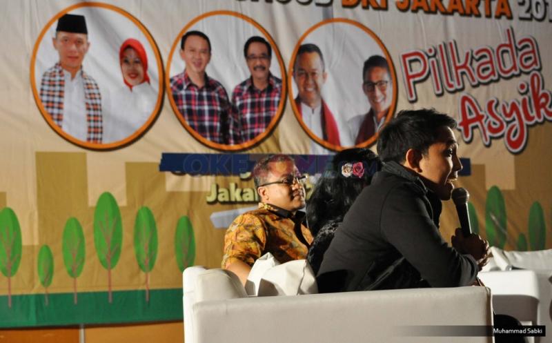 Artis pendukung dari pasangan calon Gubernur DKI Jakarta nomor urut satu, Indra Perdana Sinaga (kiri), Venna Melinda (tengah), Dede Yusuf (kanan) pada acara debat artis pendukung cagub DKI Jakarta 2017 di Sinema Hall, Gedung Pusat Perfilman Haji Usmar Ismail, Jakarta, Kamis (12/1/2017). Para artis pendukung cagub DKI Jakarta memperesentasikan beberapa alasan dan aspirasi mereka untuk mendukung para calon gubernurnya tersebut.
