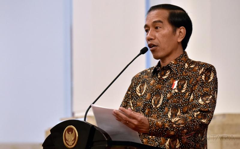 Presiden Joko Widodo menyampaikan arahan dalam Pertemuan Awal Tahun Pelaku Industri Jasa Keuangan Tahun 2017 di Istana Negara, Jakarta, Jumat (13/1/2017). Presiden dalam kesempatan tersebut meminta pelaku industri jasa keuangan memberikan kredit kepada sektor produktif, utamanya adalah UMKM.