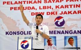Ketua Umum Partai Persatuan Indonesia (Perindo) Hary Tanoesoedibjo memberikan arahan kepada kader sebelum melantik empat sayap DPW Perindo DKI Jakarta di Kantor DPP Partai Perindo, Jakarta Pusat, Jumat (13/1/2017).