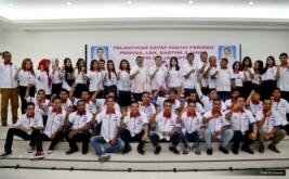 Ketua Umum Partai Persatuan Indonesia (Perindo) Hary Tanoesoedibjo foto bersama pengurus empat sayap DPW Perindo DKI Jakarta di Kantor DPP Partai Perindo, Jakarta Pusat, Jumat (13/1/2017).