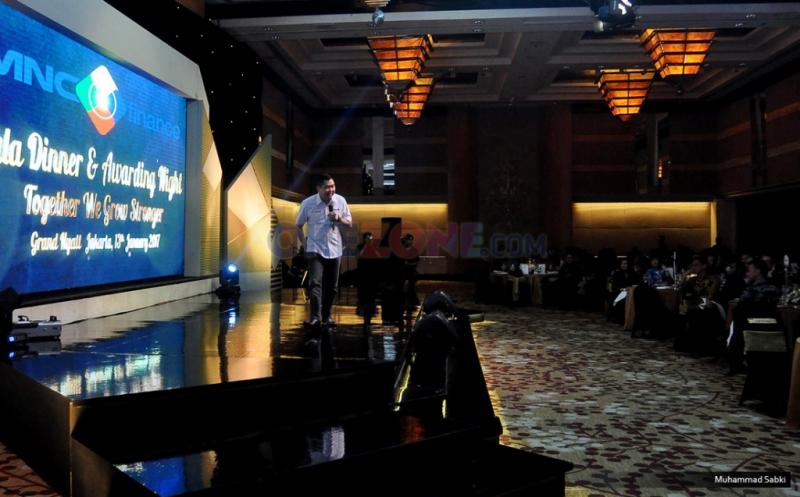 "Chairman & CEO MNC Group Hary Tanoesoedibjo memberikan sambutan pada acara Gala Dinner and Awarding Night di Grand Ballroom, Grand Hyatt Hotel, Jakarta Pusat, Jumat (13/1/2017). Dengan mengangkat tema ""Together We Grow Stronger"" diharapkan hubungan kerjasama MNC Finance dengan para pemilik showroom dan sales agent semakin erat dan komitmen untuk mencapai target bersama semakin tinggi. Dengan kerjasama tersebut, MNC Finance optimis tahun ini target tercapai."