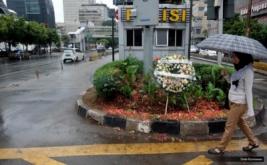 Aksi mereka untuk menuntut kompensasi pemerintah sebesar Rp 1,3 miliar yang belum terpenuhi kendati telah mengajukan permohonan melalui Lembaga Perlindungan Saksi dan Korban (LPSK).
