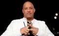 "Aktor Vin Diesel membentuk huruf ""X"" pada jarinya saat menghadiri acara pemutaran perdana film ""xXx: Return of Xander Cage"" di Hollywood, Los Angeles California, Amerika Serikat, Jumat (20/1/2017). Aktor berkepala plontos ini merupakan pemeran utama pada film tersebut. (REUTERS/Mario Anzuoni)"