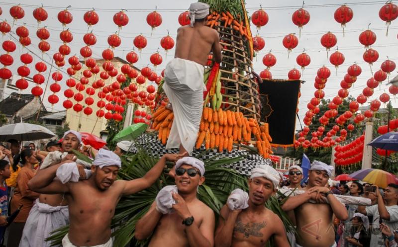 Simbol Akulturasi Budaya Jawa dan Tionghoa dalam Kirab Grebeg Sudiro