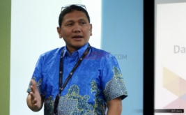 <p>  Chief Digital Service Officer XL Joseph Lumban Gaol berbicara pada penyerahan sertifikat Payment Card Industry Data Security Standart (PCI DSS) di Jakarta, Rabu (25/1/2017).</p>