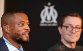 Pemain anyar Olympique Marseille, Patrice Evra, dalam konferensi pers di Marseille, Prancis, Kamis (26/1/2017). Evra resmi bergabung dengan Marseille setelah menandatangani kontrak berdurasi 18 bulan. (REUTERS/Philippe Laurenson)