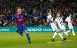 Denis Suarez (kiri) selebrasi usai mencetak gol ke gawang Real Sociedad. (REUTERS/Juan Medina)