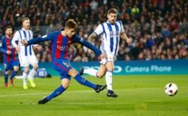 Denis Suarez mencetak gol ke gawang Real Sociedad. (REUTERS/Juan Medina)