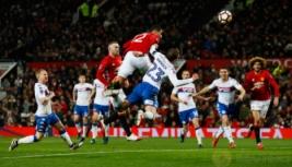 Pemain Manchester United Chris Smalling saat mecetak gol kedua ke gawang Wigan Athletic pada pertandigan FA CUP di Old Trafford Stadium, Minggu (29/1/2017). MU berhasil menang telak 4-0 pada pertandingan tersebut. Reuters / Jason Cairnduff