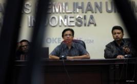 Koordinator Divisi Pengawasan Bawaslu RI, Daniel Zuchron (tengah), Kepala Bagian TP2, Harry Murti (kanan) dan Kepala Bagian TP2, Awan Datu saat menggelar konferensi pers di Media Center Bawaslu, Jalan MH Thamrin, Jakarta Pusat, Senin (30/1/2017). Konferensi pers tersebut membahas persiapan pengawasan tahapan pemungutan suara dalam Pilkada  serentak Tahun 2017.