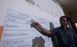 Koordinator Divisi Pengawasan Bawaslu RI, Daniel Zuchron saat memberikan keterangan di Media Center Bawaslu, Jalan MH Thamrin, Jakarta Pusat, Senin (30/1/2017). Konferensi pers tersebut membahas persiapan pengawasan tahapan pemungutan suara dalam Pilkada  serentak Tahun 2017.
