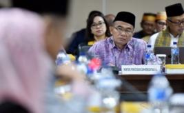 <p>  Mendikbud Muhadjir Effendy mengikuti rapat kerja dengan Komite III DPD di Komplek Parlemen Senayan, Jakarta, Selasa (31/1/2017).</p>