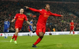 Georginio Wijnaldum selebrasi usai mencetak gol ke gawang Chelsea. (Reuters/Carl Recine)