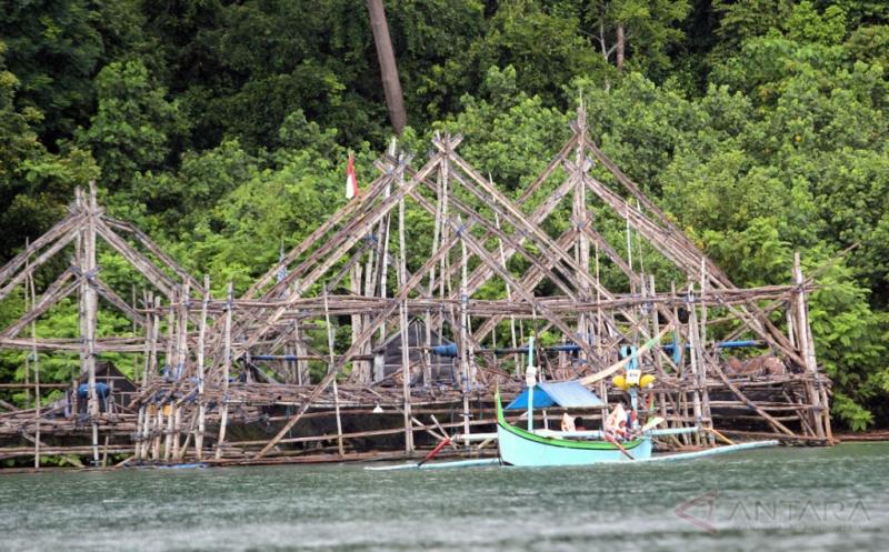 Dengan Bagan Tancap Ini Nelayan Bisa Tangkap Ikan di Saat Cuaca Buruk