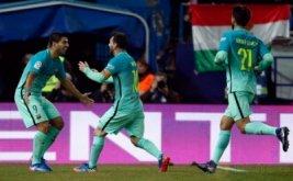 Lionel Messi (tengah) selebrasi usai mencetak gol ke gawang Atletico Madrid. (REUTERS/Juan Medina)