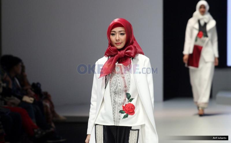 IFW 2017: Koleksi Jeny Tjahyawati