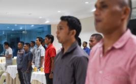Sejumlah wasit dan asisten wasit melakukan pengambilan sumpah wasit di Makostrad, Jakarta, Kamis (2/2/2017). Sebanyak 20 wasit dan 20 asisten wasit untuk ajang Piala Presiden 2017 melakukan pengambilan sumpah dan penandatangan janji wasit.