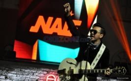 "Band Naif ""Hipnotis"" Ratusan Fans untuk Ikut Bernyanyi"