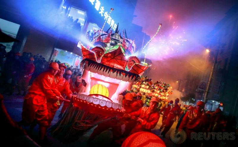Kemeriahan Arak-arakan Lentera Naga Perayaan Tahun Baru Imlek di Fujian