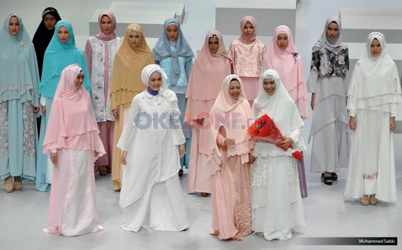 IFW 2017: Busana Hijab Ideal dari Oki Setiana Dewi