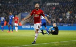 Juan Mata selebrasi usai mencetak gol ke gawang Leicester City pada lanjutan Liga Inggris 2016-2017 di King Power Stadium, Senin (6/2/2017) dini hari WIB. (Reuters/Darren Staples)