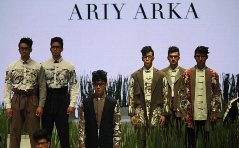 IFW 2017: Ariy Arka Hadirkan Gaya Khas Busana Kini Bernafas Etnik Modern