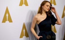 OSCAR 2017: Cantik dan Manis, Emma Stone dengan Busana Serbahitam